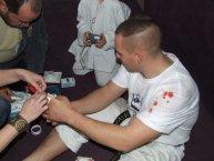 kisebb sérülések előfordulnak a küzdelem során.
